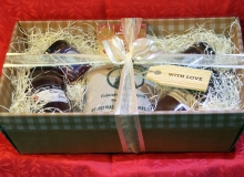 Hamper card, large window and ribbon